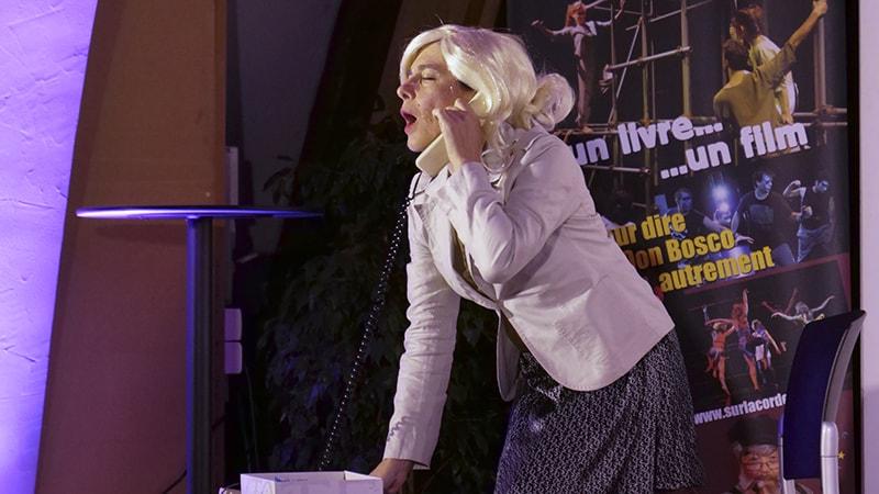 Année Clo-Clo oblige, on a droit à une réinterprétation du Téléphone pleure.
