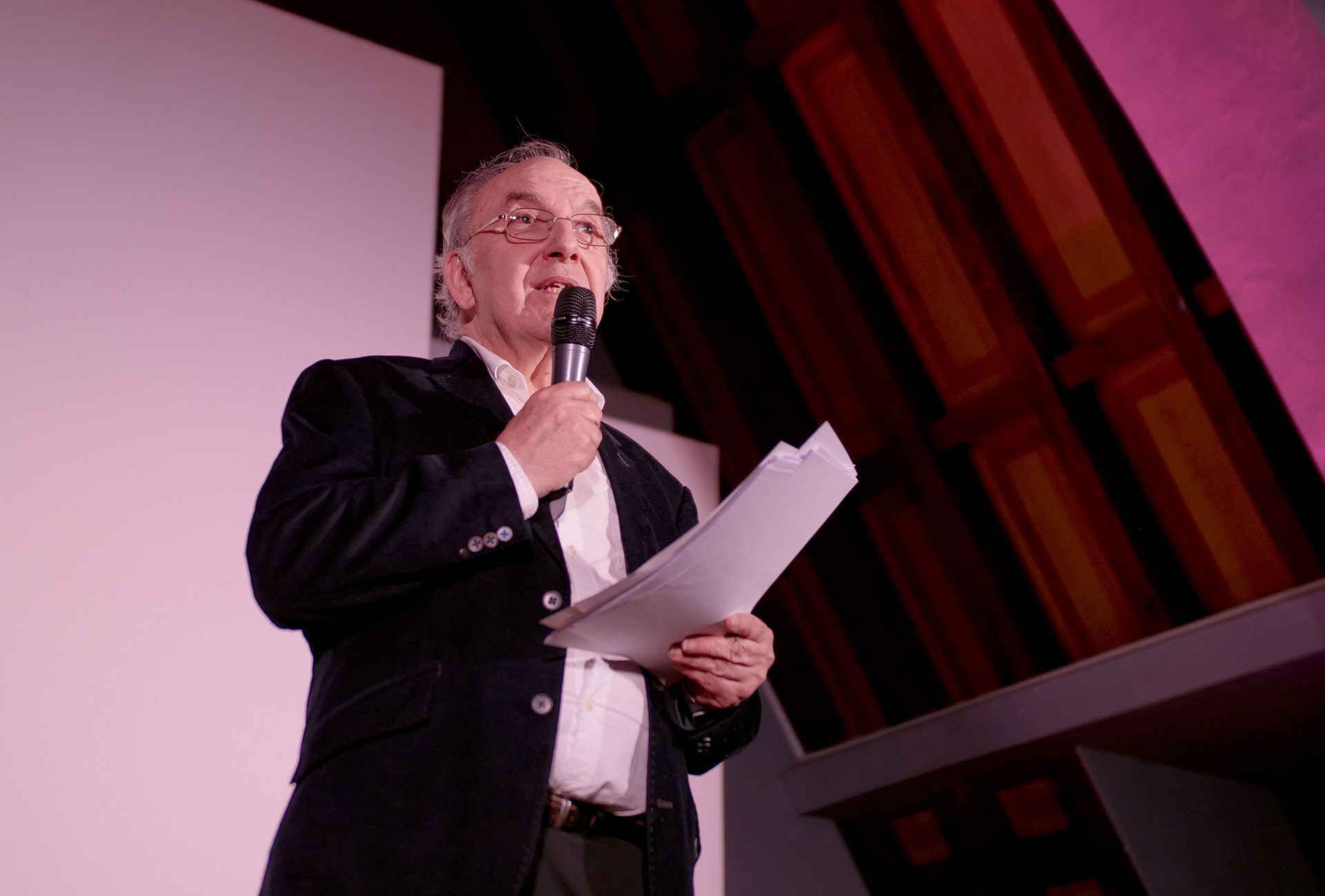 Jacques Rey, président du Jury, commente chacun des films présentés.